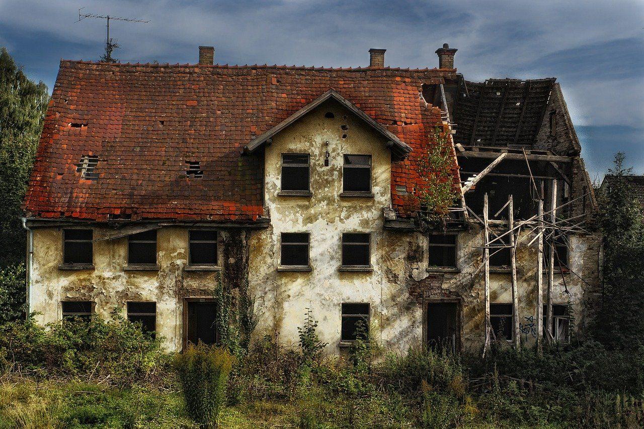 Mit ér a telek, ha bontandó épület van rajta?